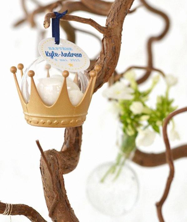 Le baptême princier de Kyle-Andrew en bleu royal et doré