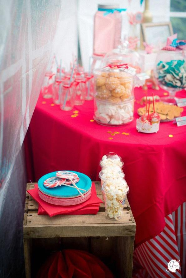 décoration bapteme cirque chapiteau