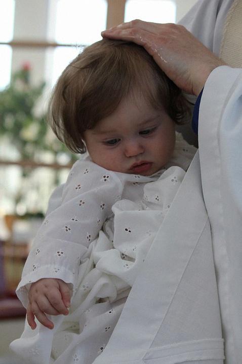 Baptême laïc, civil ou religieux : quel type de baptême choisir pour mon enfant ?