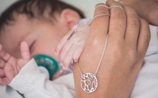Joli cadeau : Gemographic, le bijou de naissance ou de baptême lié à un lieu