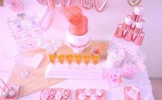 Un baptême laïque très chic et tendance en rose gold