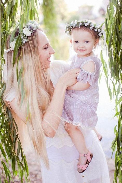 couronne de fleurs fraîches bébé