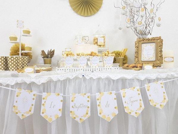 sweet table de bapteme décoration doré et blanc