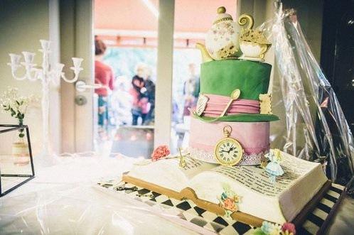 design cake alice au pays des merveilles gateau de bapteme
