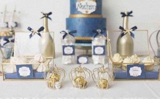 Le baptême Petit prince de Nathan en bleu marine et doré